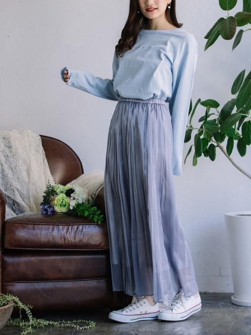 白コンバース×紫スカートの春コーデ