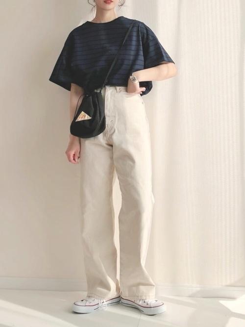 白コンバース×白デニムパンツの夏コーデ
