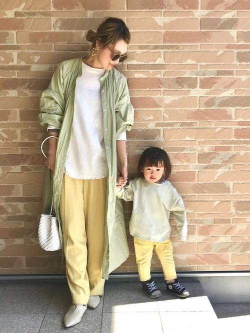 グリーントップス×黄色パンツの秋リンクコーデ