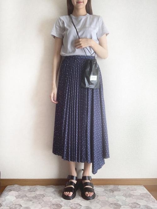 Tシャツ×アシメプリーツスカートの夏コーデ