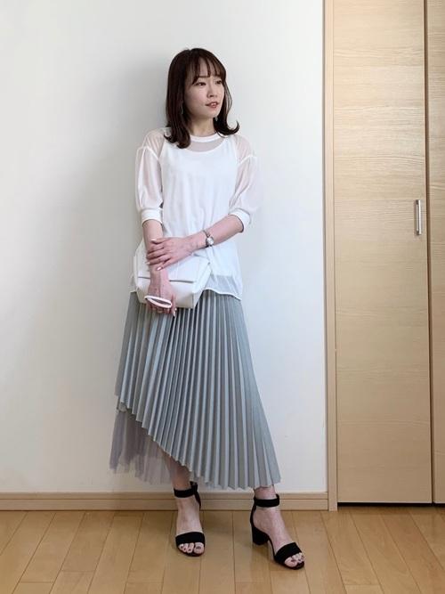 シアートップス×プリーツスカートの夏コーデ
