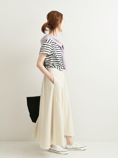 白コンバース×白スカートの夏コーデ