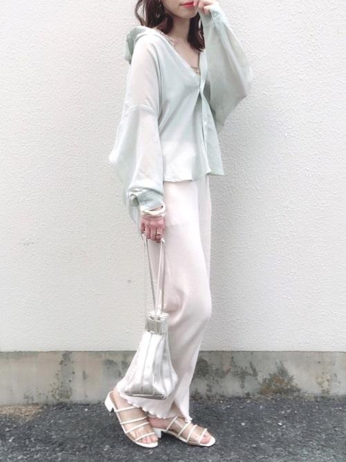 しまむらシャツトップス×白パンツの夏コーデ