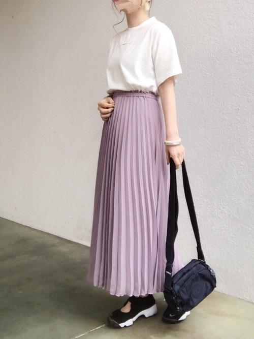 白T+紫スカート+ナイキスニーカー