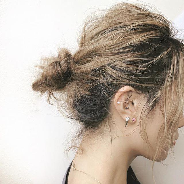 小さめで可愛いミディアムのまとめ髪