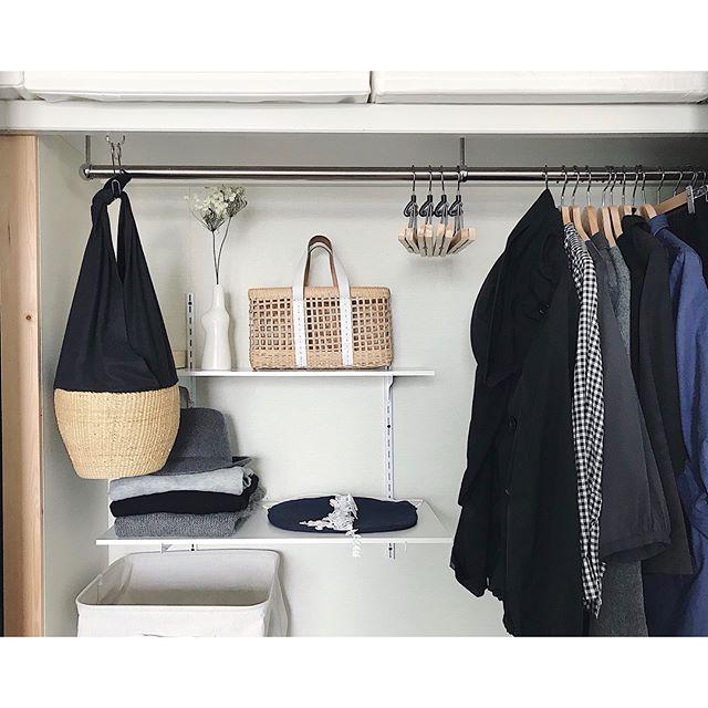 棚を取り付けて収納スペースを増やすアイデア