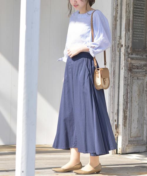 袖リボンブラウス×ロングスカートの服装