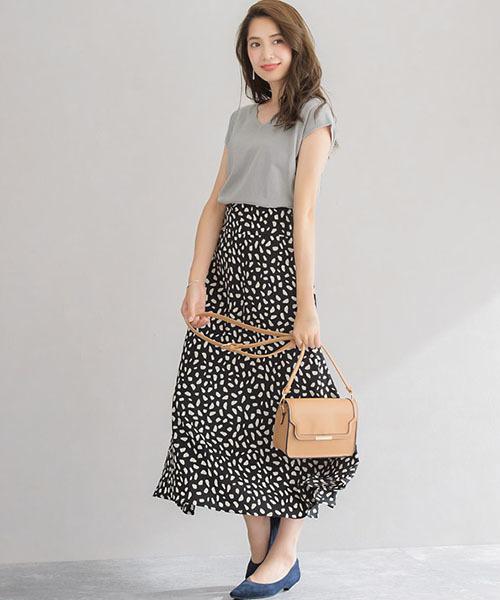 ウォッシャブルニット×スカートの服装
