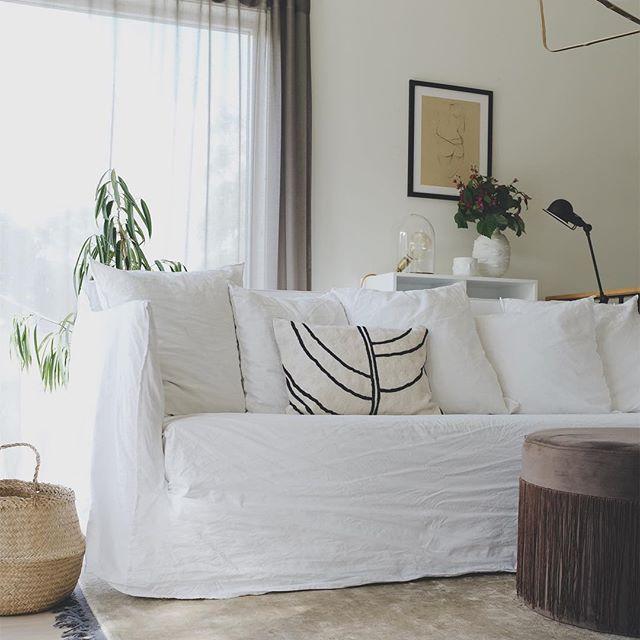 ソファにナチュラル素材の白