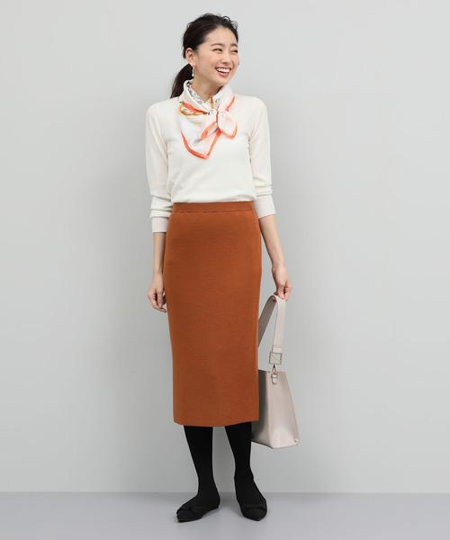 白ニット×フルニードルタイトスカート