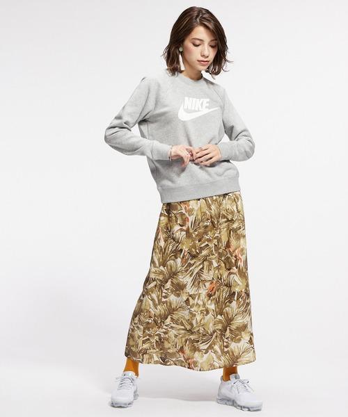 クルーネックスウェット×花柄スカート