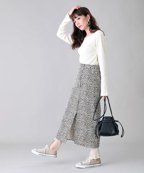 白プルオーバー×リングドットロングスカート