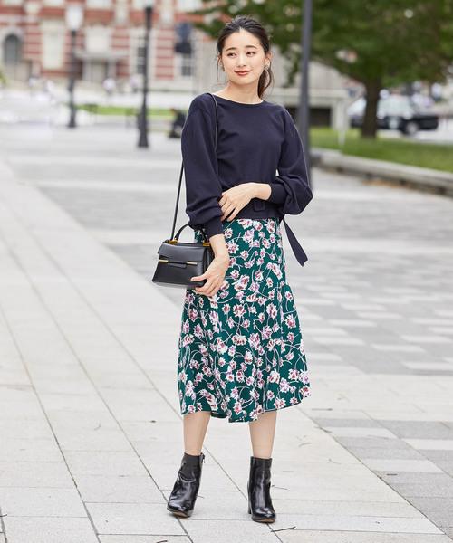 カシュクールプルオーバー×花柄スカート