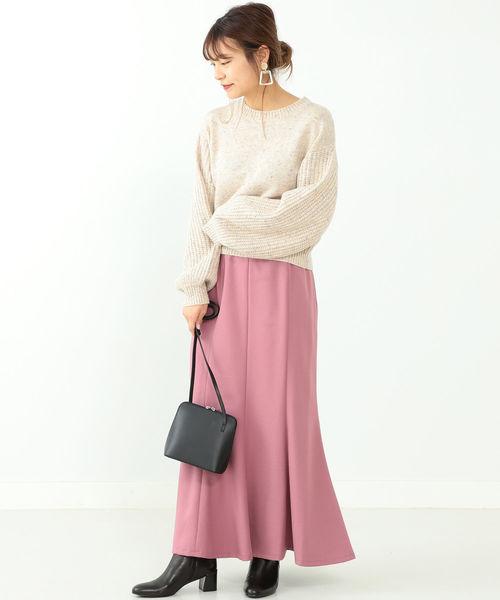 白ニット×ピンクマーメイドスカート