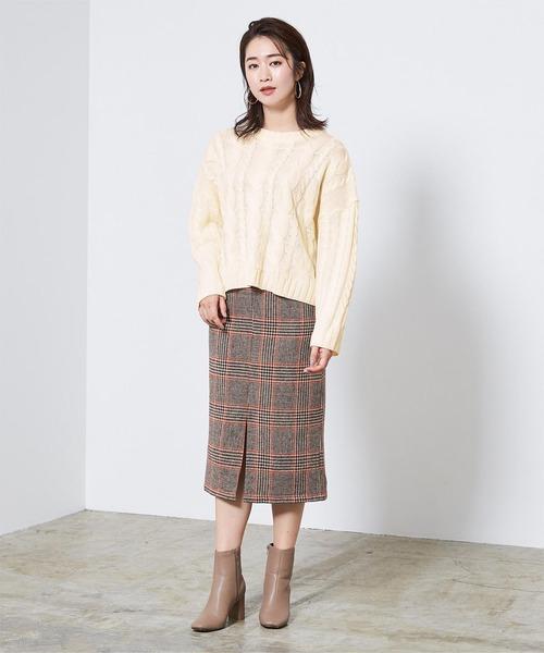 ケーブル編みニット×チェック柄スカート