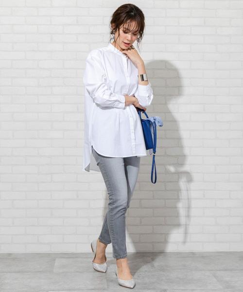 ロング丈のホワイトシャツ