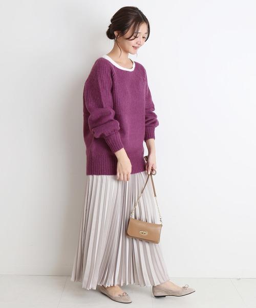 紫ボートネックニット×グレープリーツスカート