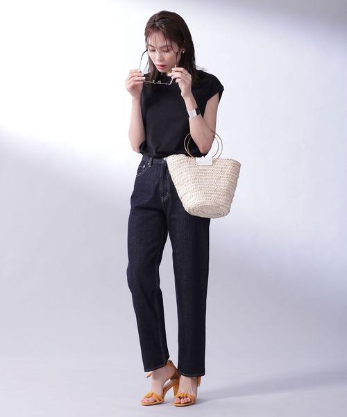 フレンチスリーブT×パンツの服装