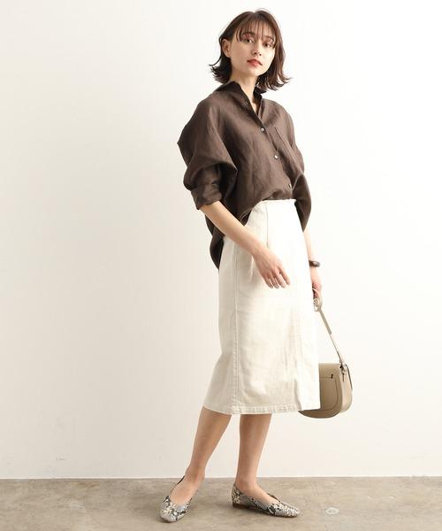 ドルマンスリーブシャツ×ホワイトスカート