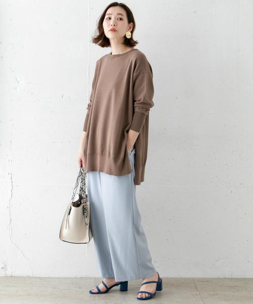 茶色クルーネックチュニック×水色パンツ