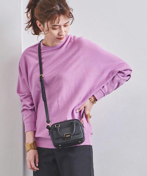 紫クルーネックドルマンニット×黒パンツ