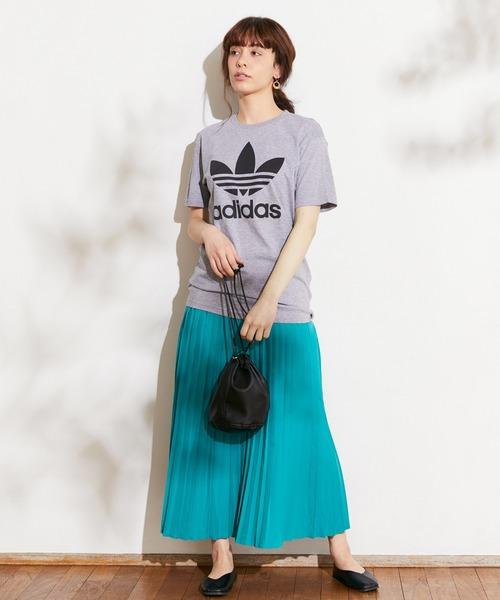 ロゴTシャツ×レディースプリーツスカート