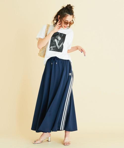 プリントTシャツ×レディースロングスカート