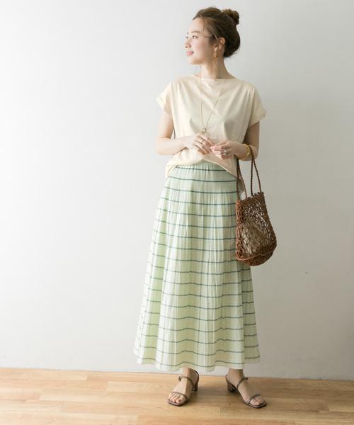 コットンT×フレアスカートの服装
