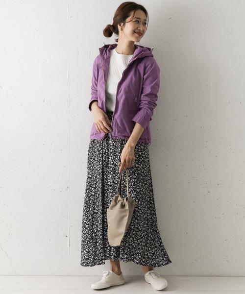カラージップパーカー×花柄ロングスカート