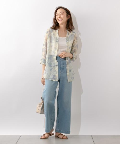 タイダイ柄シアーシャツの羽織りコーデ
