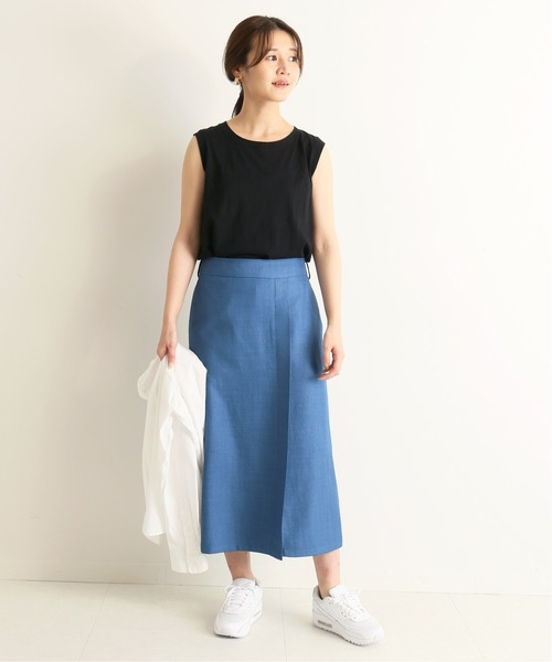 カラースカート×白スニーカーの夏コーデ