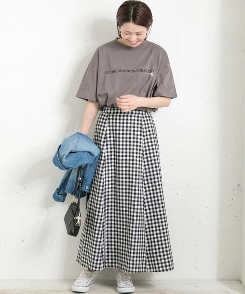 フロッキーロゴプリントT×チェック柄スカート