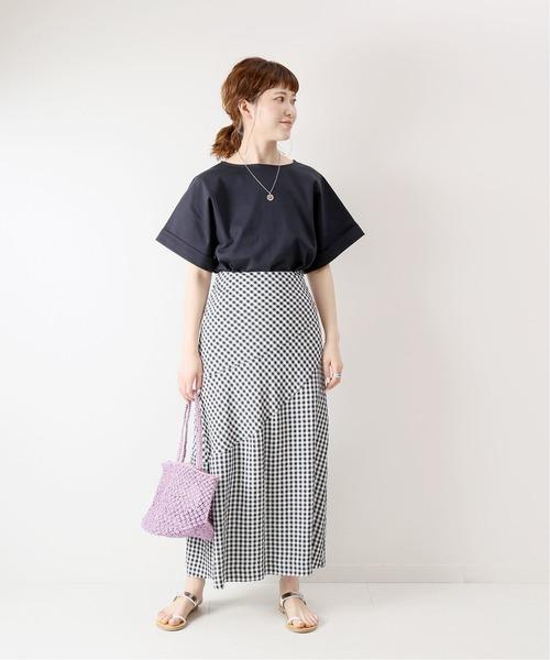 女性らしいフレアスカート