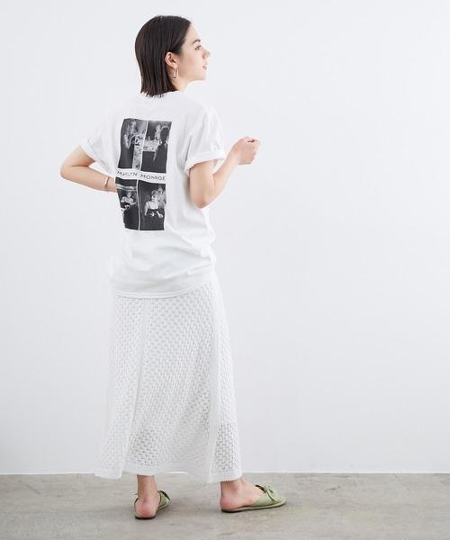 白Tシャツ×ニットスカート