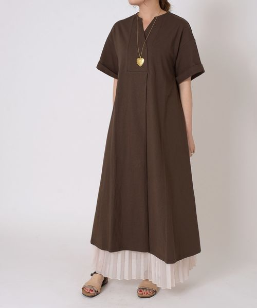 Tシャツワンピース×プリーツスカート