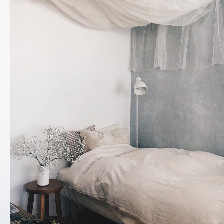 ベージュグレー×ヴィンテージのベッドルームインテリア