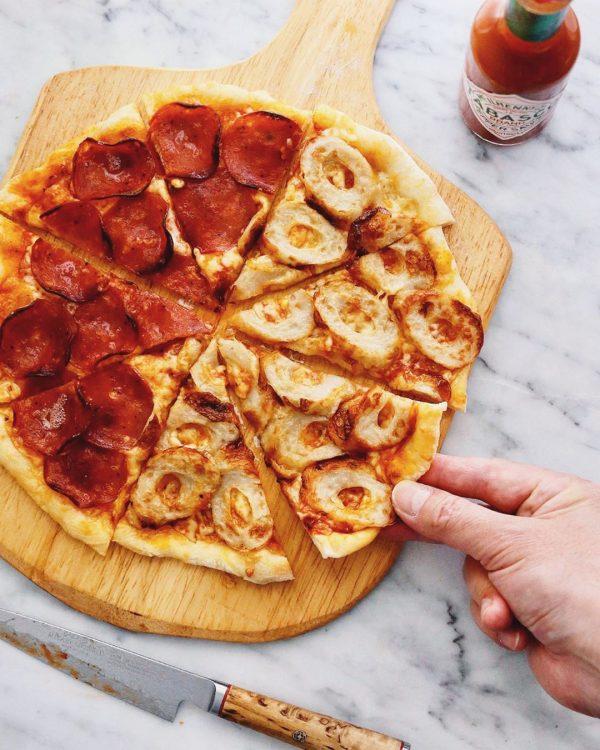 ちくわとサラミのピザ