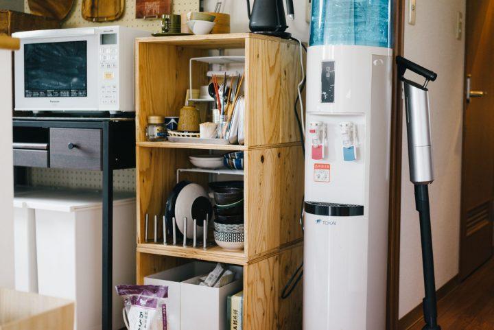 よく使う器やカトラリーは、楽天で購入した木のボックスに収納。