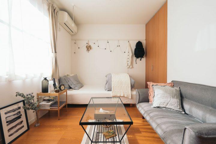 ホワイト×グレーのベッドルームインテリア