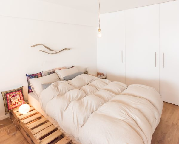 流木×木製パレットのベッドルーム・インテリア