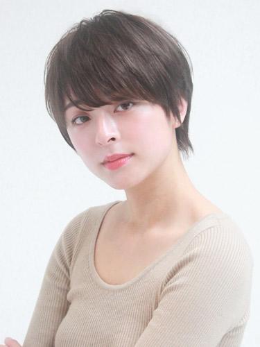 シンプルな40代丸顔ショートの髪型