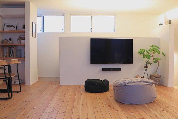テレビ周りを広々空間に演出