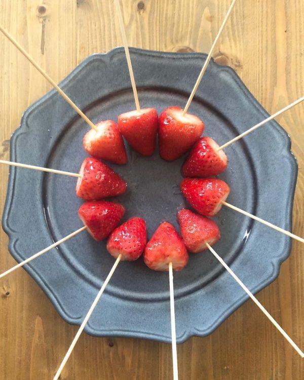 スウィート&きれいな赤い輝きのいちご飴