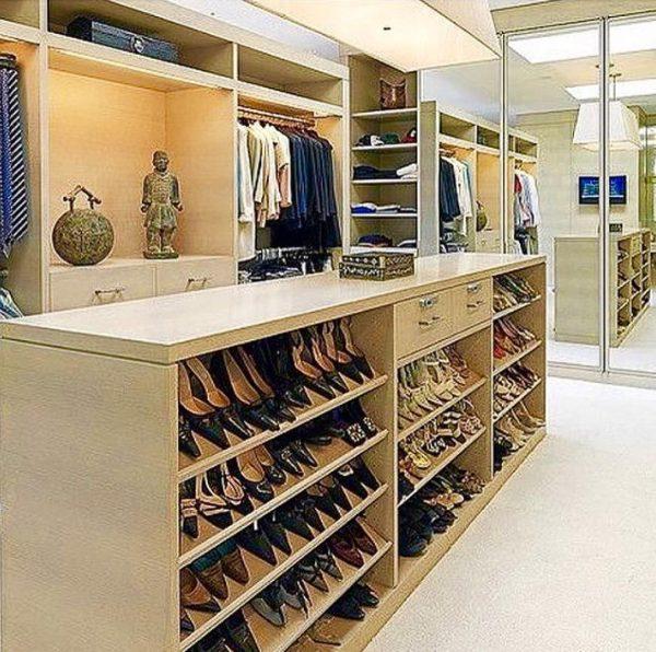 靴専用の棚を置くのも◎