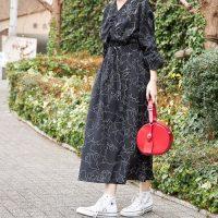 花柄ワンピース×スニーカーコーデ【2020最新】大人の愛されファッションをご紹介