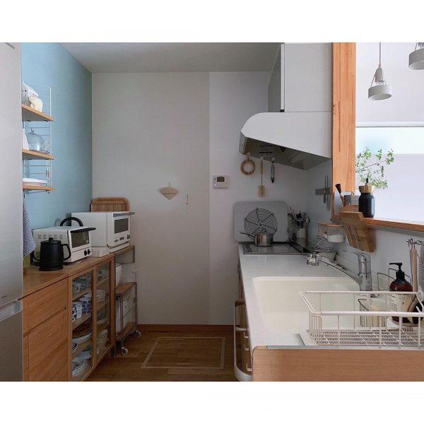 ホワイト×ウッドの清潔感溢れるキッチン