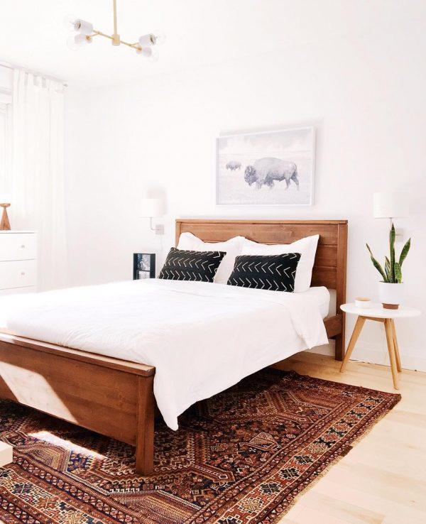 ベッドヘッドは壁にぴったりレイアウト