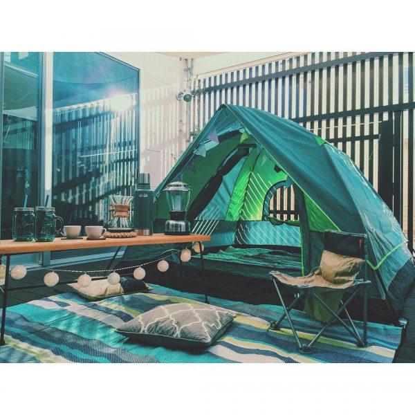 中庭ウッドデッキで楽しむ本格キャンプ