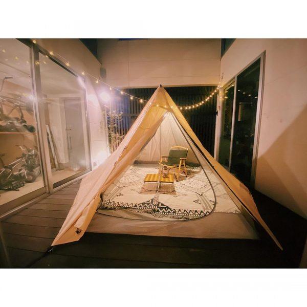 中庭にテントを張っておうちキャンプ
