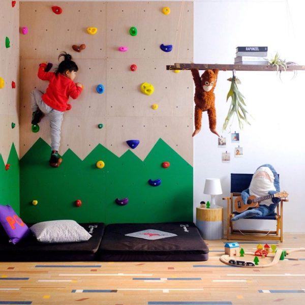 ⑮楽しさ満点のボルダリング壁